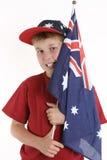 Azul verdadeiro - menino patriótico que prende a bandeira australiana imagens de stock royalty free