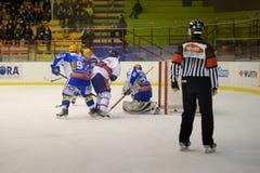 Azul vermelho de Milão do clube do hóquei contra H.C. Eppan Appiano Imagem de Stock