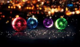 Azul vermelho do fundo 3D bonito de Bokeh da noite de Natal das quinquilharias Imagem de Stock