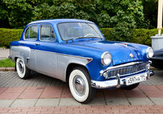 Azul viejo clásico del coche Fotografía de archivo libre de regalías