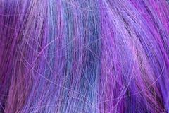 Azul y filamentos coloreados púrpura del pelo foto de archivo
