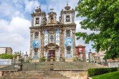 Azulejo adornó la fachada del santo Ildefonso de la iglesia en Oporto, Portugal Fotos de archivo libres de regalías