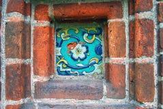 Azulejo colorido em uma fachada da igreja Fotografia de Stock