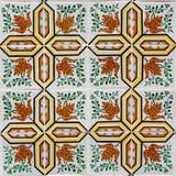 Azulejo con i fogli di verde e dell'arancio Immagini Stock Libere da Diritti