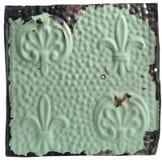 Azulejo del techo de Antiue con diseño de la flor de lis Fotos de archivo libres de regalías