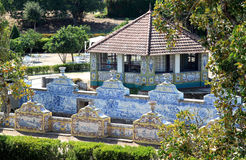 Azulejo-gevoerd kanaal van Nationaal Paleis Queluz Stock Afbeelding
