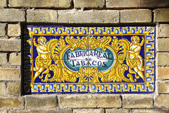 Azulejo rapportant Fabrica Real de Tabacos, Séville Photos stock