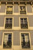 Azulejo sur le bâtiment à Lisbonne au Portugal Images libres de droits