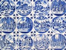 Azulejos antiguos de la pared de Delft Fotos de archivo