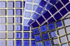 Azulejos azules de cerámica del mosaico Fotos de archivo libres de regalías