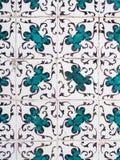 Azulejos azules, tejas viejas en la ciudad vieja de Lisboa, Portugal Imágenes de archivo libres de regalías