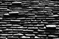 Azulejos de azotea blancos y negros Imágenes de archivo libres de regalías