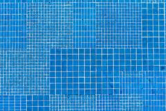 Azulejos de mosaico azules Fotos de archivo