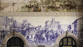 Azulejos en la estación de tren de Oporto imágenes de archivo libres de regalías