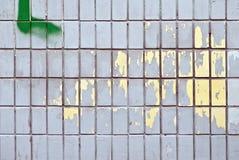 Azulejos en una pared Imágenes de archivo libres de regalías