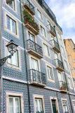 Azulejos portugais traditionnels de décoration de façade Tuiles bleues et blanches d'azulejo photos libres de droits