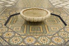 Azulejos y fuente de mosaico Fotografía de archivo libre de regalías