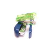 Azulverde de las grapadoras aislado en blanco Fotos de archivo libres de regalías