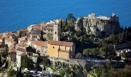 ` Azur французской ривьеры, CÃ'te d деревни Eze, среднеземноморское побережье, Eze, St Tropez, Канн и Монако Яхты открытого моря  стоковые изображения