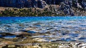 Azur hav och berg Royaltyfri Fotografi