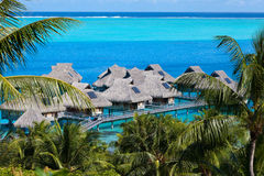 Azurblaue Lagune von Insel BoraBora, das Polynesien Stockfotografie