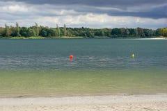 Azure Lake nach dem Regen lizenzfreie stockfotos