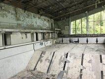 Azure Swimming Pool abbandonata Immagine Stock