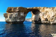 Azure Window, arco di pietra famoso dell'isola di Gozo dentro fotografia stock libera da diritti