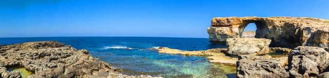 Azure Window båge av den Gozo ön, Malta Royaltyfri Fotografi