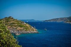 Azurt hav i Zakynthos Arkivfoton