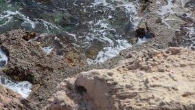 Azurt havslandskap på udde Greco i Cypern lager videofilmer