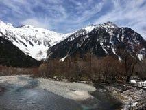 Azuza rzeka w Kamikochi parku narodowym w Japonia Zdjęcie Royalty Free