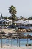 azzure水的看法和Nissi在Aiya纳帕,塞浦路斯靠岸 免版税库存照片
