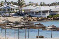 azzure水的看法和Nissi在Aiya纳帕,塞浦路斯靠岸 库存图片
