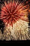 Azzurro bianco rosso di esplosioni degli indicatori luminosi dei fuochi d'artificio Fotografia Stock Libera da Diritti