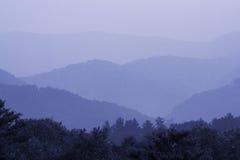 Azzurro fumoso della montagna Fotografia Stock