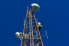 Azzurro radiofonico d'acciaio della torretta TV Fotografie Stock