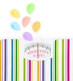 Báscula de baño con los globos y el texto de la celebración Fotos de archivo