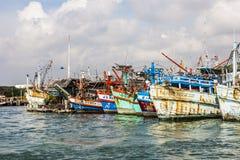 Bâteaux de pêche dans le port Photos libres de droits