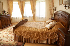 Bâti avec deux oreillers Photographie stock
