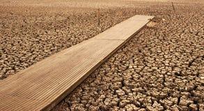 Bâti d'assèche dans la sécheresse   Photo stock