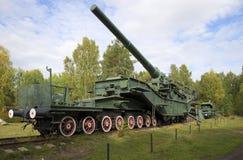 bâti de l'arme à feu 305-millimètre sur le convoyeur TM-3-12 de rail fort Photos stock