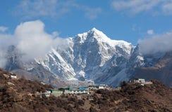 Bâti de Thamserku sur le chemin au camp de base d'Everest, Népal Images libres de droits