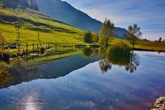 Bâti proche Rigi, Alpes, Suisse de petit lac Images libres de droits