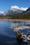 Bâti Rundle dans les Rocheuses des lacs vermeils Photo libre de droits