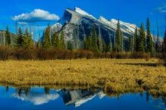Bâti Rundle des lacs vermeils Photos libres de droits