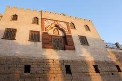 Bâtiment égyptien avant coucher du soleil Photos stock