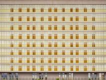 Bâtiment énorme avec beaucoup d'appartements Image stock
