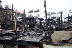 Bâtiment abandonné après un feu Images stock