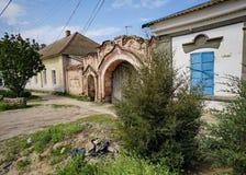 Bâtiment abandonné dans la petite ville russe Images libres de droits